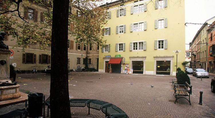 Trento-ristrutturazione-piazza-erbe-angolo-via-Mantova_08